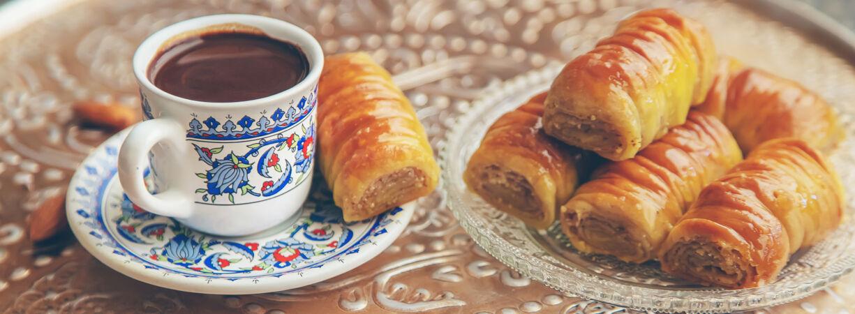 一杯土耳其咖啡和baklava