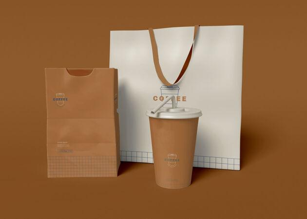 带走咖啡杯 袋子和纸包装模型